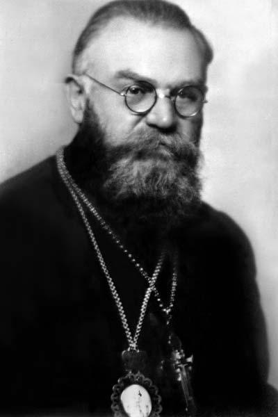 Narodil se 26. května 1879 jako prostřední ze tří synů Jana Pavlíka a Anny, rozené Bělčíkové, v Hrubé Vrbce u Hodonína.[1] Navštěvoval katolickou obecnou ... - matej-pavlik