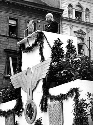 Projev Emanuela Moravce na manifestaci na Václavském náměstí v Praze 3.7.1942 (zdroj: ABS)