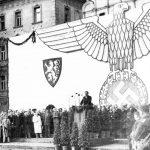Manifestace na Staroměstském náměstí - vystoupení Arno Haise
