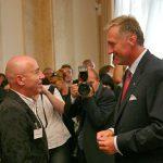Předání pamětní medaile K. Kramáře: Toni Krahl