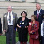 Společná fotografie premiéra M. Topolánka s oceněnými disidenty: zleva A. Dimitrov, P. Litvinov, F. Groszer, Á. Hellerová, T. Stodolniaková-Ordylowska a B. Eisenfeld