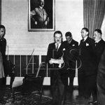 Říšský protektor von Neurath přijímá 3. května 1939 v Černínském paláci nově jmenovanou vládu Aloise Eliáše (uprostřed), již tehdy napojeného na domácí odboj. (Zdroj: ABS)