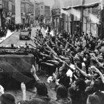 Němečtí obyvatelé polského města Graudenz (Grudziądz) vítají německé jednotky.