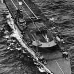 Britská letadlová loď potopená v prvních dnech války německou ponorkou u anglických břehů.