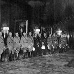 Adolf Hitler vyznamenává generály účastnících se polského tažení.