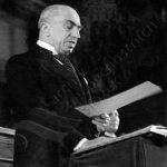 Emil Hácha skládá dne 30. listopadu 1938 prezidentský slib.