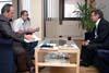 Ředitel Českého rozhlasu Václav Kasík, ředitel ABS Ladislav Bukovszky a ředitel ÚSTR Pavel Žáček