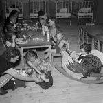 Rok 1950: Žnový útulek vDobroníně (Foto zdroj: ČTK)