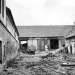 Hospodářské stavení sedláka Ladislava Kučery z obce Topol na Chrudimsku z 60. let (Foto zdroj: ABS)