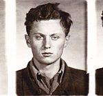 Ctirad Mašín po zatčení Státní bezpečností vříjnu 1951. Fotografie se dochovala ve vyšetřovacím spise (Archiv bezpečnostních složek)