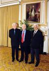 Bratři Ctirad a Josef Mašínové a Milan Paumer v Halifaxu při předání Ceny Tomáše Garrigua Masaryka, kterou včervnu 2005 obdrželi od Českého a slovenského sdružení vKanadě. Stejné vyznamenání in memoriam největší krajanský spolek udělil také popraveným Zbyňku Janatovi, Ctiboru Novákovi a Václavu Švédovi (Archiv Josefa Mašína)