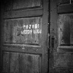 """Upozornění na """"vesnického boháče"""" na vratech v Ředhošti (bývalý okres Roudnice nad Labem)"""