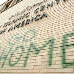 Protimuslimský nápis na mešitě v americkém státě Michigan