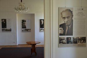 Výstava Ve znamení tří deklarací na zámku Dobříš