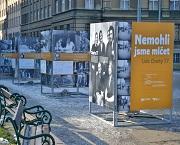 Výstava Nemohli jsme mlčet. Lidé Charty 77 je k vidění na Vítězném náměstí