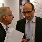 Velvyslanec Jan Sechter a profesor Rathkolb na vernisáži výstavy Ve znamení tří deklarací (Vídeň 18.10.2016)