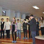 Žáci SS ZŠ Litvínov při vernisáži výstavy Zkouška odvahy