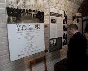 Výstava Ve znamení tří deklarací v brněnském Krytu 10-Z