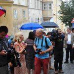 Setkání u pamětní desky Veleslava Wahla před budovou Velvyslanectví Švédska na Úvoze