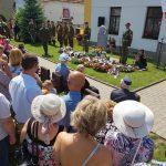 Vzpomínka na parašutisty v Senicích u Poděbrad
