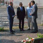 Zdeněk Hazdra, Lubomír Zaorálek, Zorjan Popaďjuk a Jevhen Perebyjnis u pomníčku Marie Charouskové na Klárově