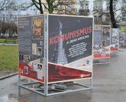Výstava Komunismus a jeho epocha před Národní technickou knihovnou v Praze