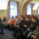 Přednáška ředitele ÚSTR Zdeňka Hazdry v Aule Gymnázia V. B. Třebízského