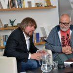 Prezentace knihy Smrt bez spravedlnosti, 22.5.2018, Zleva: autor knihy Martin Tichý, spisovatel a moderátor večera Aleš Palán