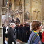 Bohoslovci přinesli na svých ramenou kardinála Berana do katedrály sv. Víta