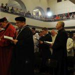 Mše v kostele dejvického semináře se zúčastnili i zástupci Univerzity Karlovy