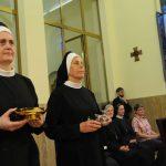 Obětní dary nesly sestry boromejky