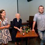 Zleva: autorka knihy Klára Pinerová, bývalá politická vězeňkyně Hana Truncová a historik Libor Svoboda