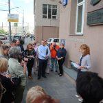 Pamětní tabulka Gertrudě Arosevové je umístěna na adrese Serafimoviča 2 v Moskvě