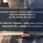 Obnovená pamětní deska, jejíž výrobu financoval Ústav pro studium totalitních režimů.