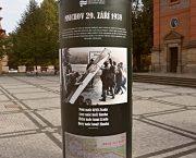Plakátovací sloupy přibližují Mnichov 1938