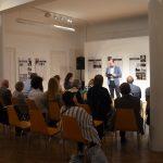 Přednáška Zdeňka Hazdry na vernisáži výstavy
