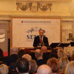 Ředitel ÚSTR Zdeněk Hazdra přednesl projev před plným sálem.