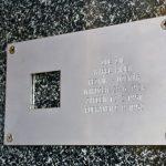 Pamětní tabulka popravenému Karlu Hájkovi v ulici Na Poříčí 42