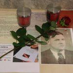 Umísťování pamětní tabulky Josefu Robotkovi