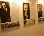 Výstava Ve znamení tří deklarací na zámku Kunín