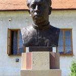 Umísťování pamětní tabulky knězi Václavu Drbolovi na faře v Babicích