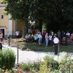 Umísťování pamětní tabulky knězi Janu Bulovi v Rokytnici nad Rokytnou