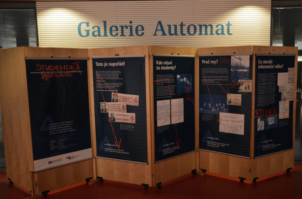 Výstava Studentská revoluce v galerii Automat v Hradci Králové
