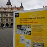 """Výstava """"Cesta je volná"""" na Malostranském náměstí v Praze"""