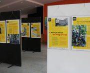 Interiérová verze výstavy Cesta je volná! na Německé škole v Praze