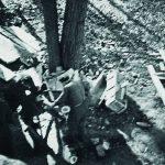Při stavbě kůlny v prostorách kláštera. Zdroj: Archiv bezpečnostních složek