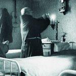 Zpočátku se řeholníci nesměli účastnit mší, sloužili je tedy tajně na pokojích. Později jim byla dovolena společná bohoslužba a ke konci fungování internačního kláštera i soukromá mše v kapli želivského kostela. Zdroj: Archiv bezpečnostních složek